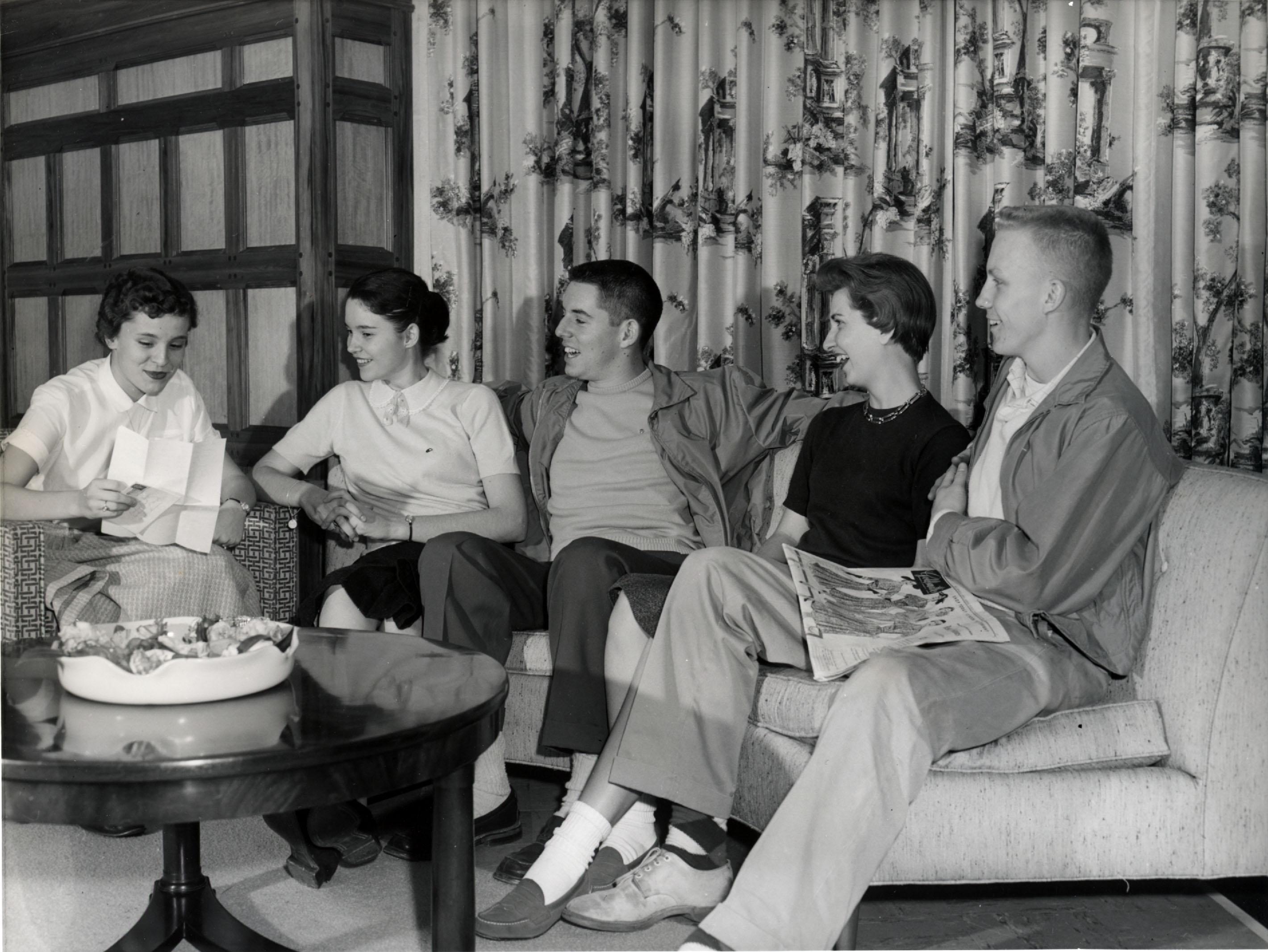 Rhodes College Digital Archives Dlynx Students Sitting