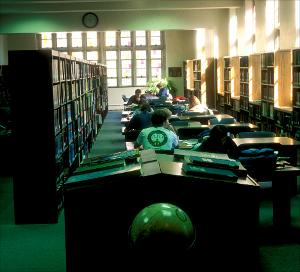 Burrow_Library_Interior4_19951108.jpg.jpg