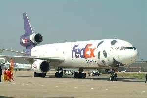 Fedex_plane_arriving_with_pandas_20030407_002.jpg.jpg