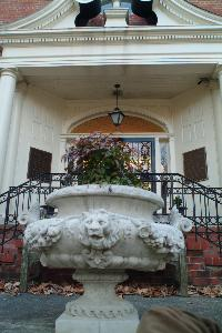 King_hall_exterior_planter_2004.jpg.jpg