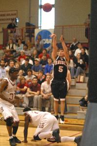 ATHL_basketball_men_vs_Rose_hulman_2004_0011.jpg.jpg