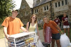 New_Student_Move_In_2004_9770.JPG.jpg