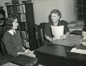 Margaret_Townsend_Hall_002_(Dean_of_Women)Prof.MTownsend_with_MrsCLHuxtable_1950s.jpg.jpg